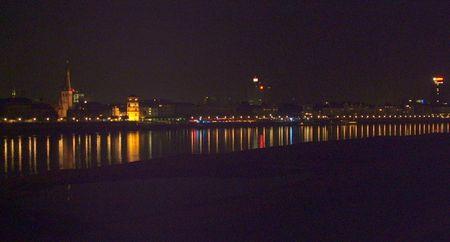 Rheinpromenade von Oberkasseler Bruecke Bei Nacht