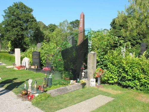 Grave of Falco