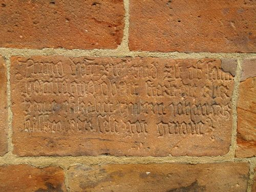 Can anyone translate this inscription on Block of Marienkirche Marburg