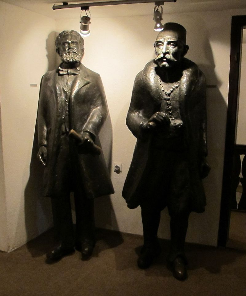 026 - Prizren - Statues of Famous Kosovars in Museum