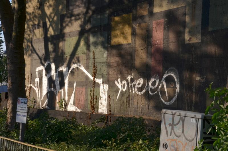 Graffito on side of Bunker Kölner Landstrasse