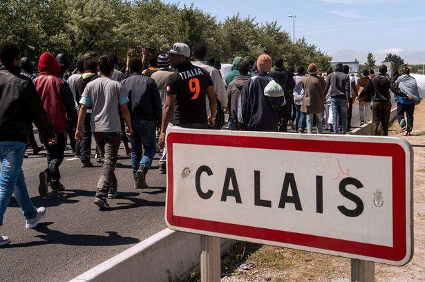 MAIN-Calais-migrants