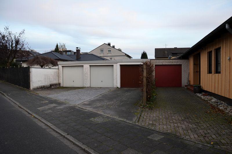Rectilinear neat garages in Mettman